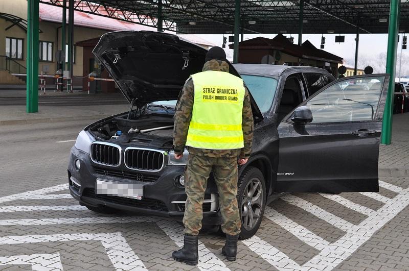 Украденный в России BMW X5 задержан польскими пограничниками в Гжехотках