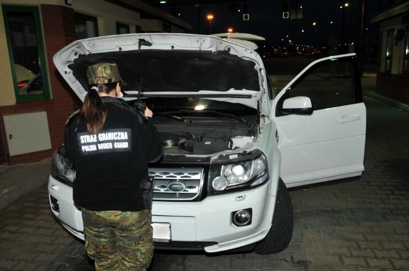 Украденный Land Rover не получилось провезти через границу