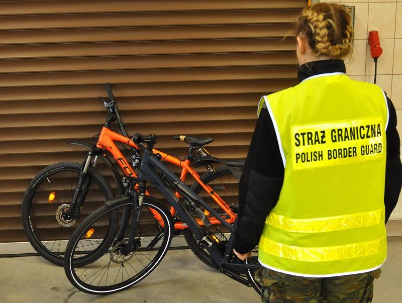 Калининградец провозил 59 велосипедов из Германии, и всего два из них оказались украдены