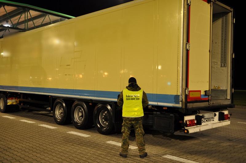 Калининградский полуприцеп стоимостью 2 млн рублей задержали на границе в Гжехотках
